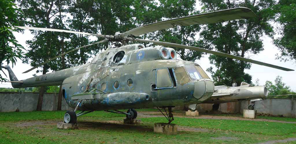 war-museum-cambodia-helicopter