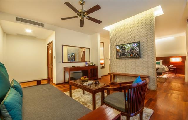 3-Elegant-Suite-Living-Room