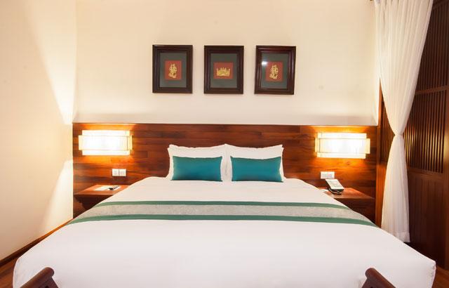 1-Elegant-Suite-King-Sized-Bed