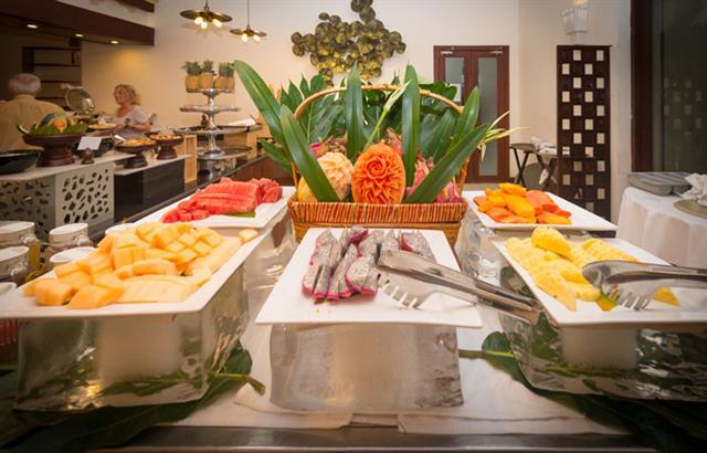 le-blanc-restaurant-at-lotus-blanc-resort-02