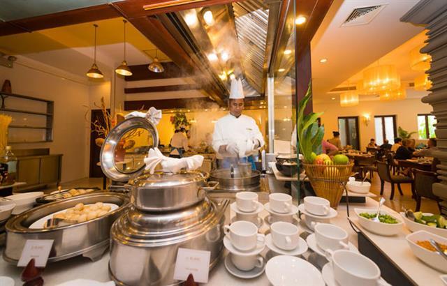 le-blanc-restaurant-at-lotus-blanc-resort-04