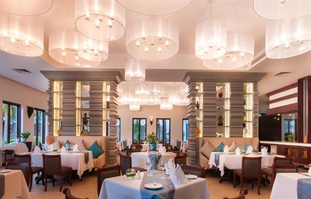 le-blanc-restaurant-at-lotus-blanc-resort
