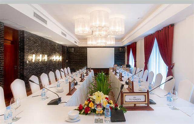 lotus-meeting-room-1