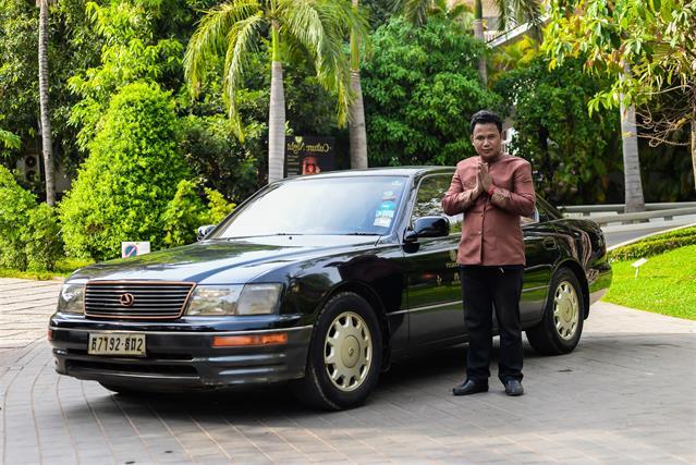 Lexus LS 400 (2 guests)